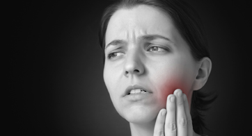Picture depicting woman suffering jaw pain